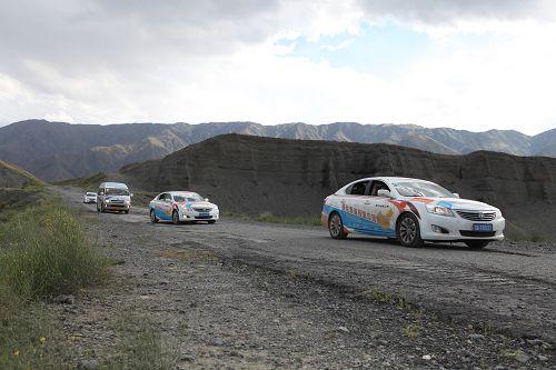 成了路--翻越哈萨克斯坦的石渣山 行驶在草原、戈壁滩,没有像样的