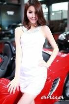 美女车模车展秀性感曲线